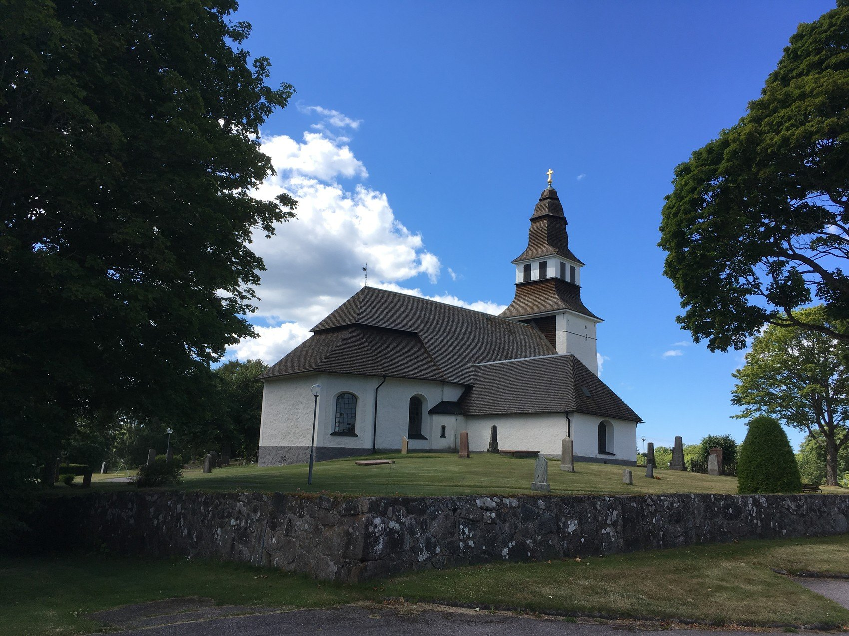 Gammal vit kyrka