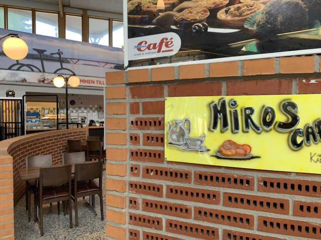 Ingång till café Miros