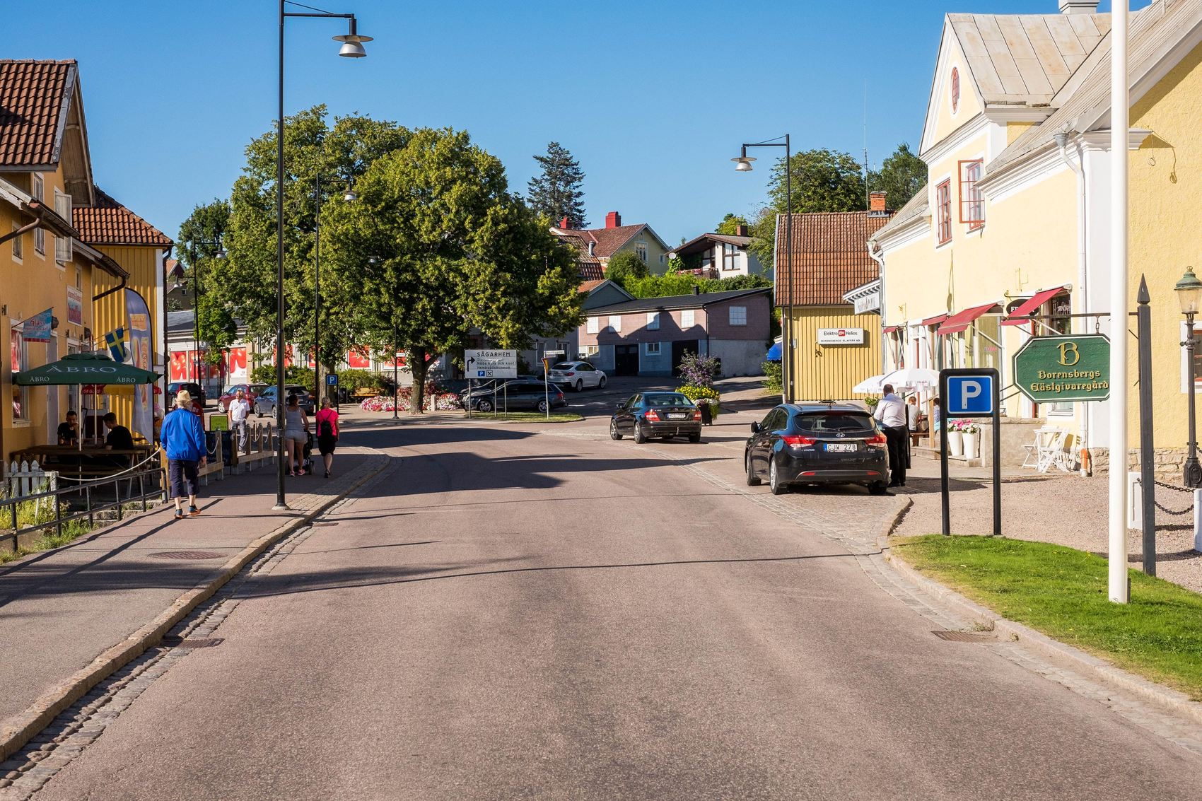 Väg genom centrala Borensberg