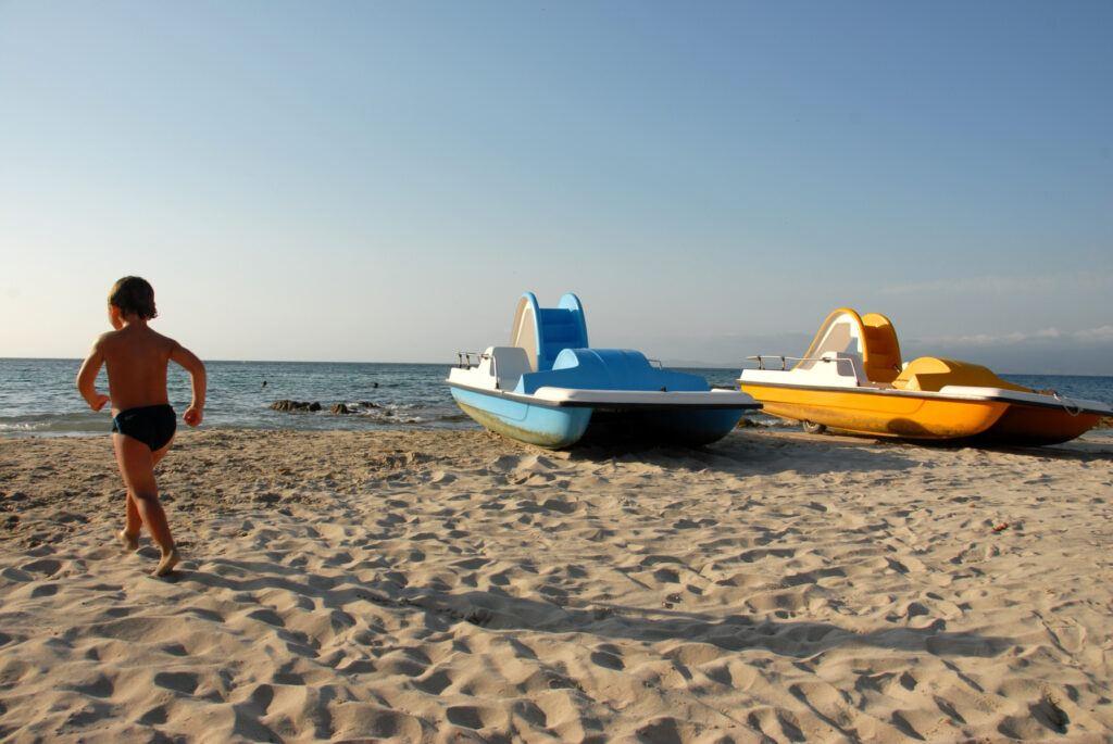 Trampbåtar på strand
