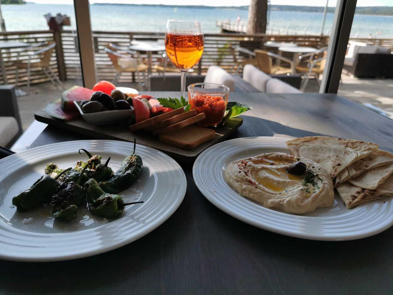 Padrons och hummus med libabröd