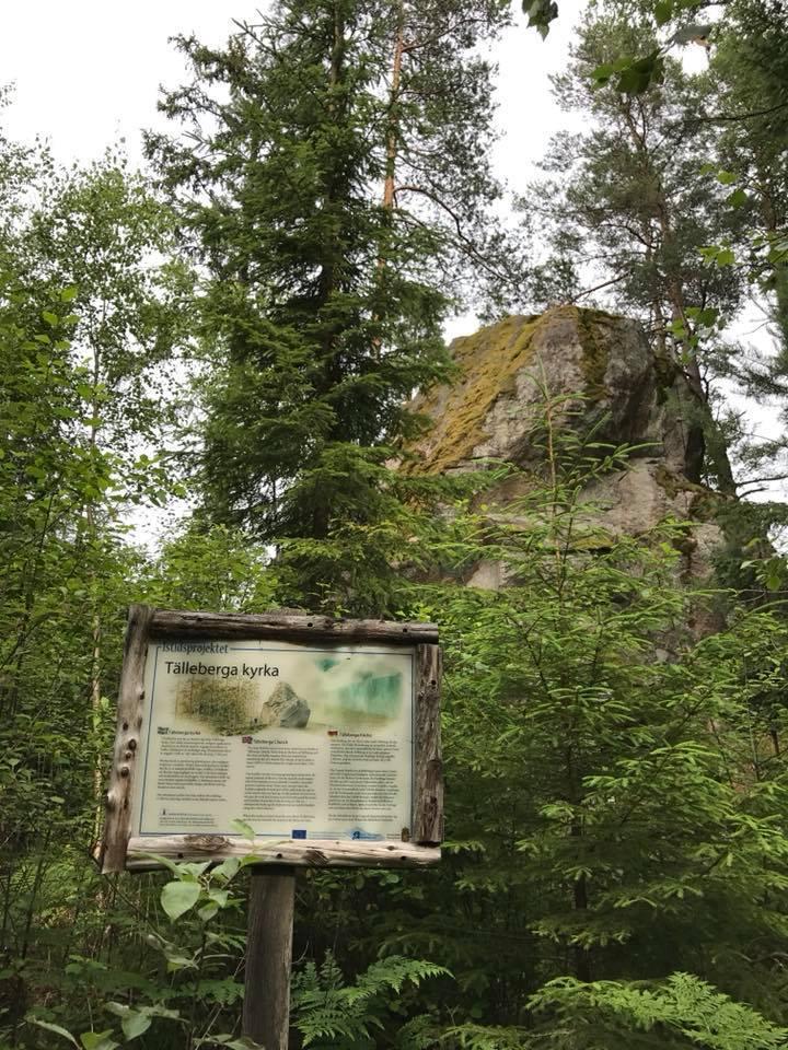 Informationsskylt framför Tälleberga kyrka