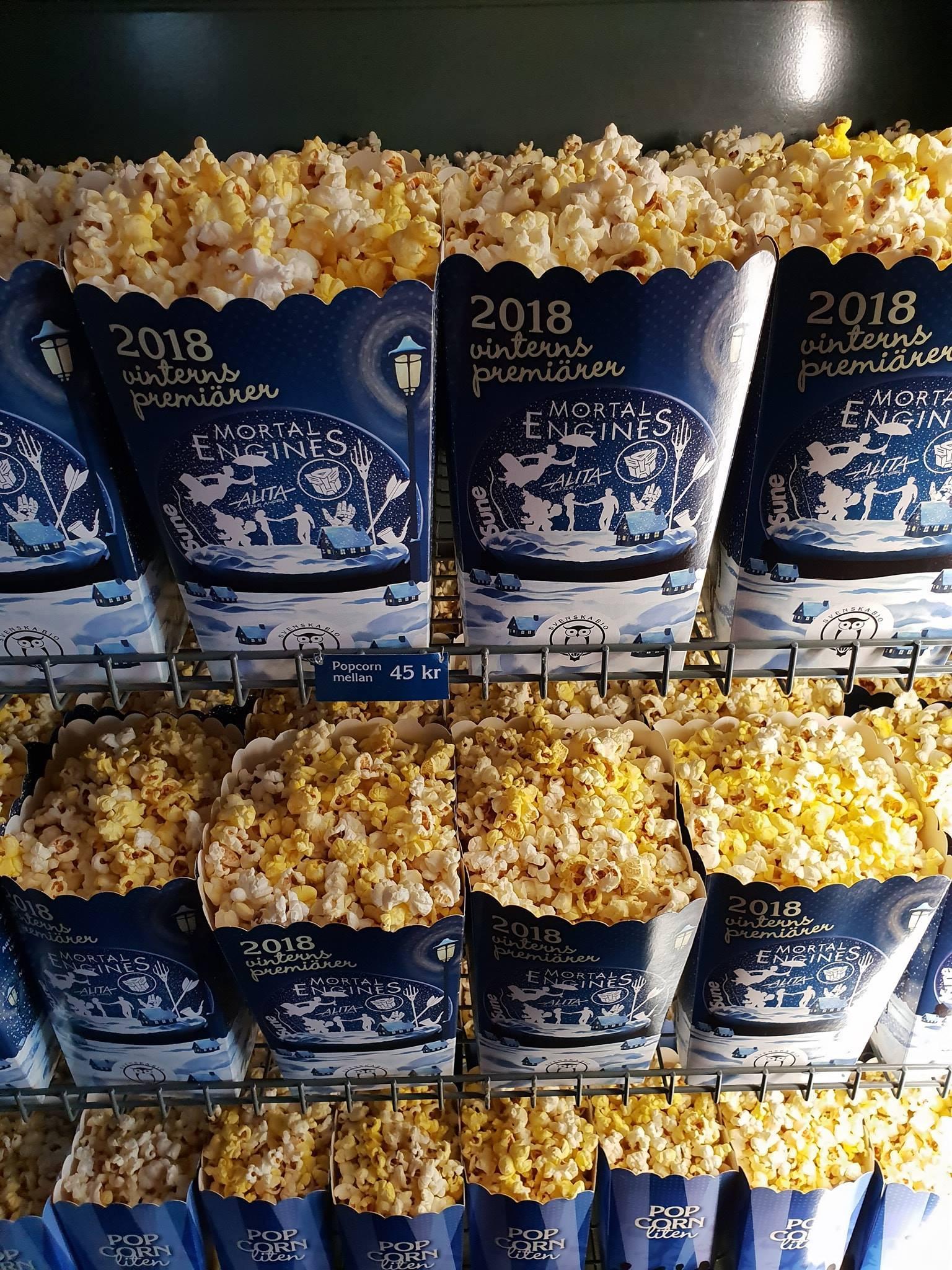 Pappbägare med popcorn